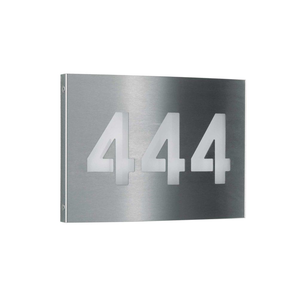 Eine Kombination aus Hausnummer und Außenleuchte