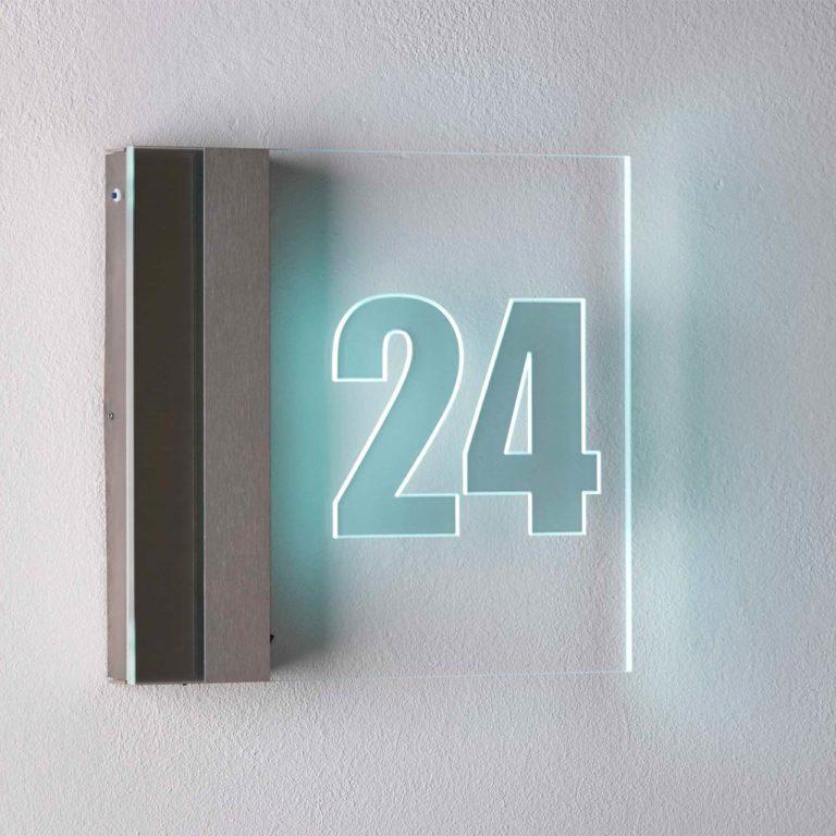 Eine moderne Hausnummernleuchte von Albert Leuchten