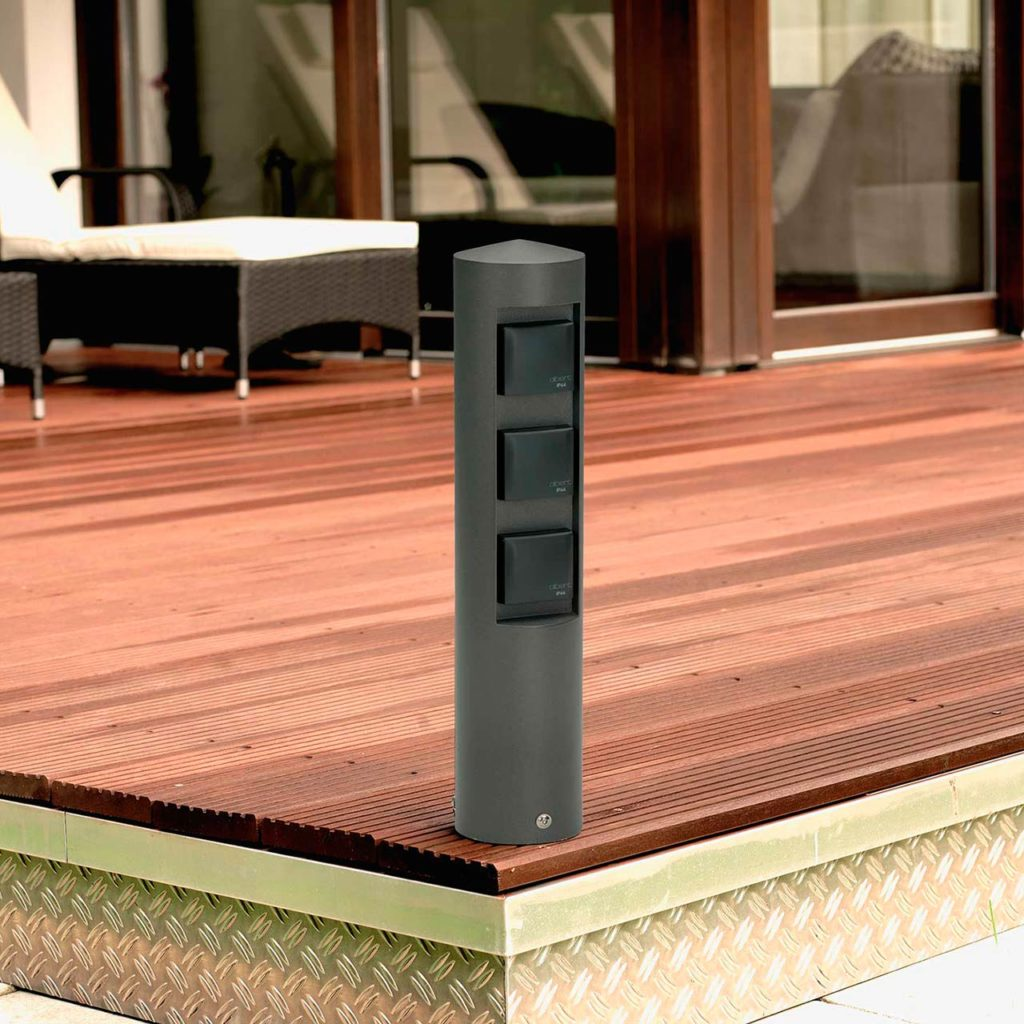 An energy column like this one ensures practical energy supply on the home terrace.