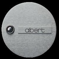 Eine Edelstahl-Klingelplatte, die mit dem Namen Albert beschriftet ist